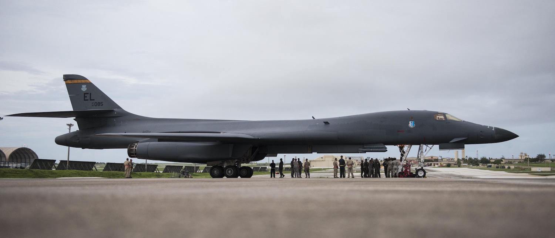 Картинки по запросу США разместили свои тяжелые бомбардировщики на американской военной базе на острове Гуам,